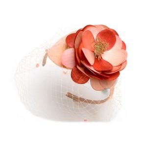 Seide, Blüte aus Federn auf eine Platte montiert, Chenilleschleier