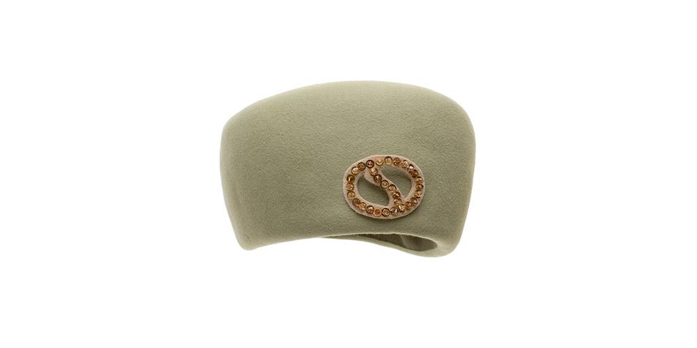 60er Jahre Kappe, grüner Haarfilz mit Swarowski Orden