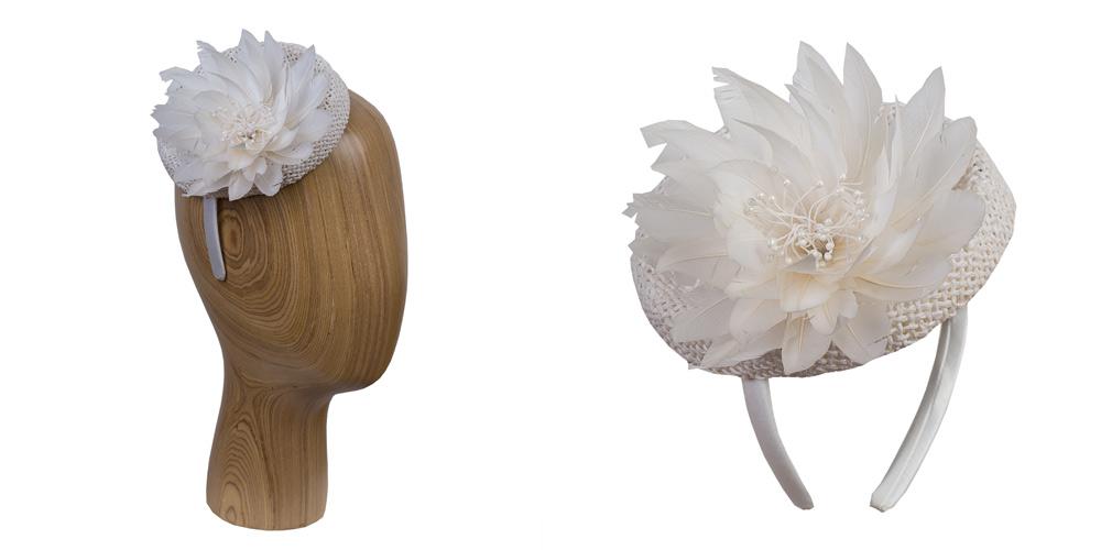 Toque auf Haarreif mit Federblüte